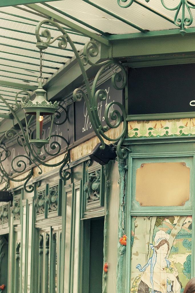 Art nouveau et huîtres! Le Petit Zinc, 11 Rue Saint-Benoît, Paris VI (Saint-Gemain-des-Pres)