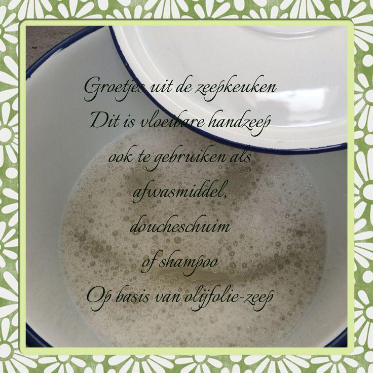 Zelfgemaakte vloeibare handzeep ook te gebruiken als afwasmiddel , douchgel of shampoo