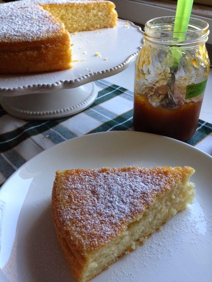 Per una colazione leggera la torta all'acqua calda è il dolce ideale.