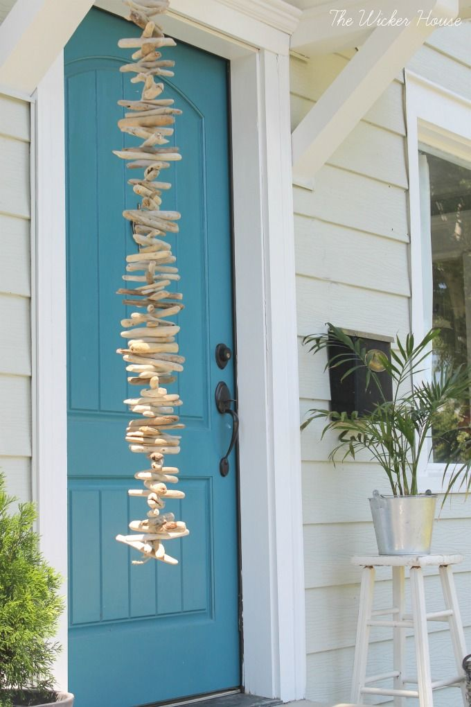 DIY:  How to Make a Driftwood Garland - using a collection of driftwood, jute…