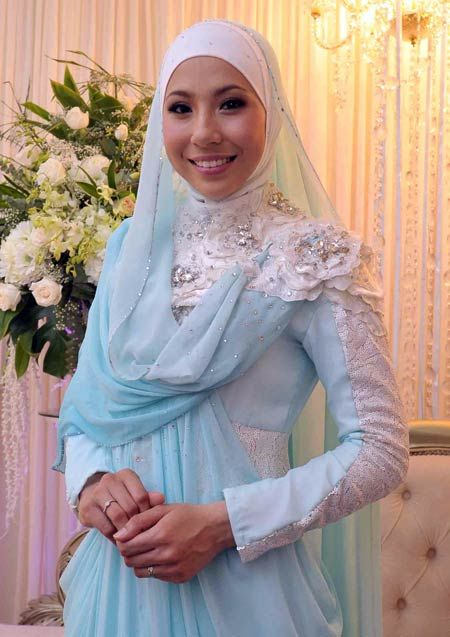 Irma Hasmie Ibrahim - soft blue and white hijab, sooo pretty :)