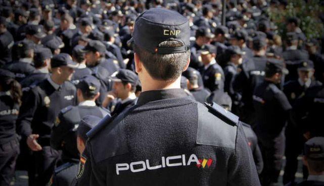 La Policía aprovecha la Alerta 4: adquiere 4.100 pistolas cien fusiles de asalto veinte subfusiles y 11.000 chalecos