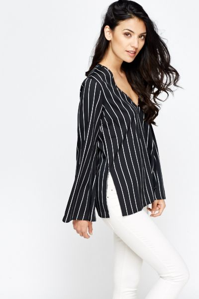 V-Neck Mono Striped Top