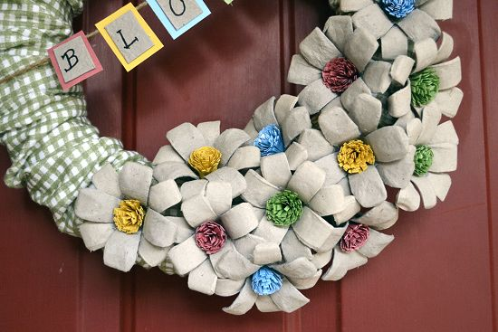 Gingham wreath with egg-carton flowers!!  Is this darling or what?!  :)