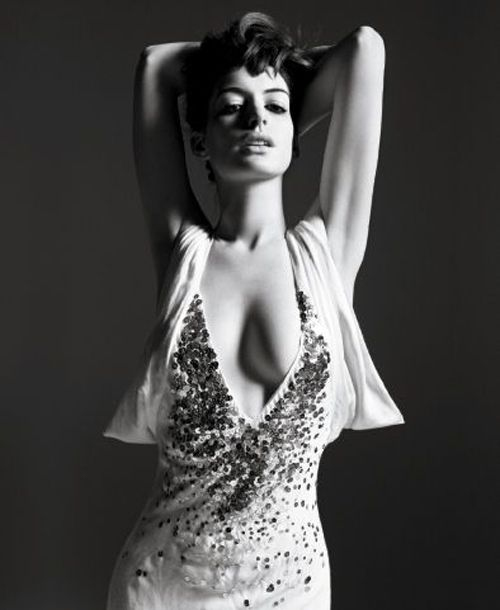 Anne Hathaway photographed by Mario Sorrenti. Do people even appreciate how utterly perfect the lighting is on this? Sigh.....