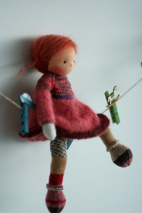 https://www.etsy.com/fr/listing/259178657/waldorf-tricote-poupee-lilibeth-13?ref=related-0