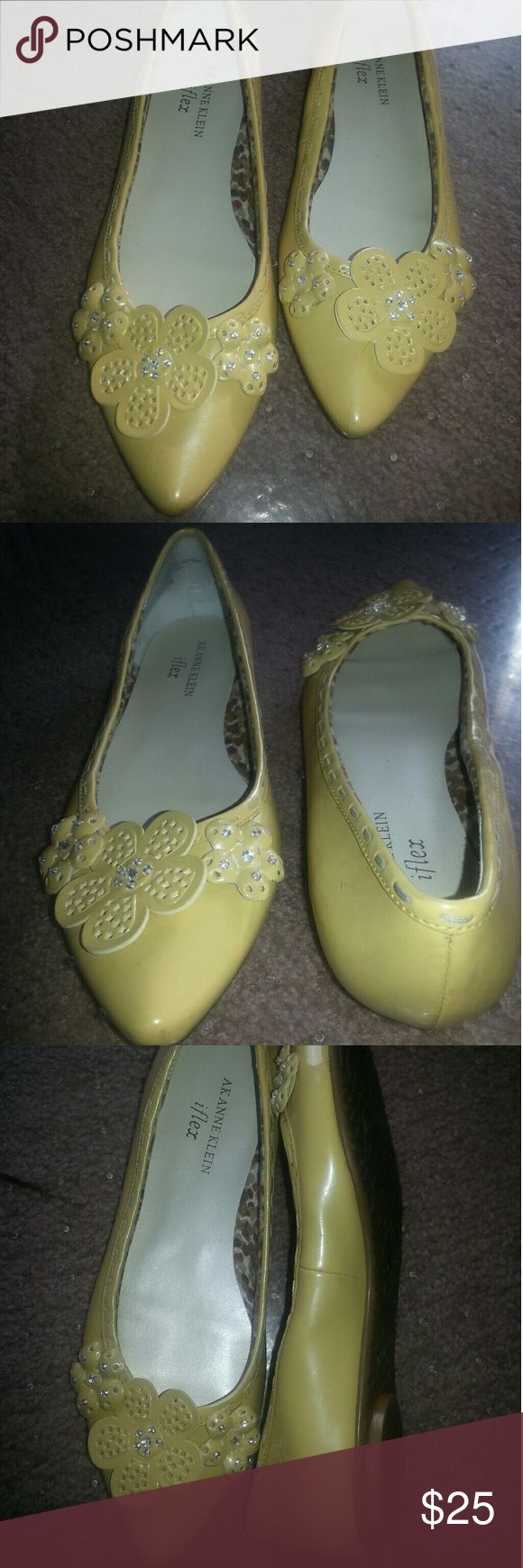 Flower power & comfort statement flats Outfit maker! Pale yellow AK flats with flower accents that sparkle. The iflex technology embedded in the soles of the shoes promote comfort while turning heads. (Pictures are true color, no filters) Anne Klein Shoes Flats & Loafers