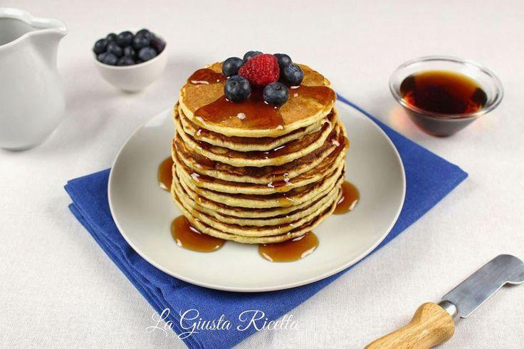 Pancakes con sciroppo d'acero - La Giusta Ricetta - Ricette semplici di...La Giusta Ricetta – Ricette semplici di cucina