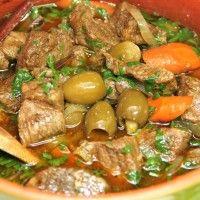 Tajines zijn heerlijke Marokkaanse stoofpotten die zeer rijk van smaak zijn en in allerlei variaties voorkomen; met kip, vis, rund- en lamvlees. Altijd gecombineerd met groenten, verse kruiden zoals koriander en heel veel oosterse specerijen. Tajine is...
