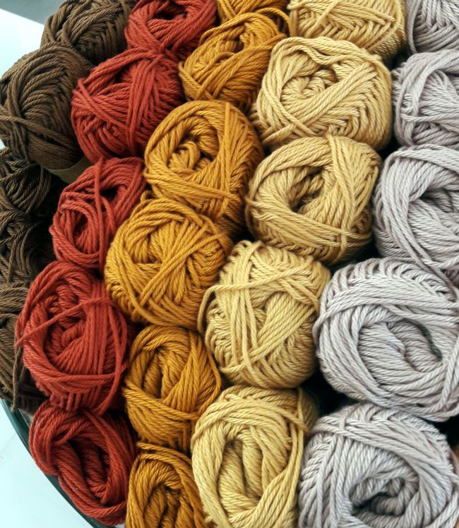 There is a new yarn shop in Utrecht! Sticks & Cups | Happy in Red