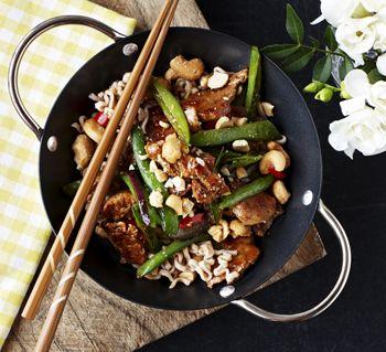 Svinemørbrad i wok med sukkerærter og cashewnødder