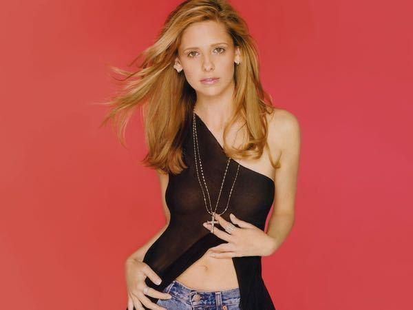 The sexiest Sarah Michelle Gellar photos, including the sexiest shots of the hot actress still best known for role on Buffy the Vampire Slayer alongsidesexy Eliza Dushkuand hot Michelle Trachtenberg.One of the top '90s starlets who stayed hot, Gellar is still one of the hottest gi...