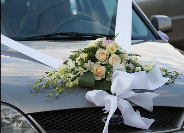 Wedding car flower decoration wirth roses