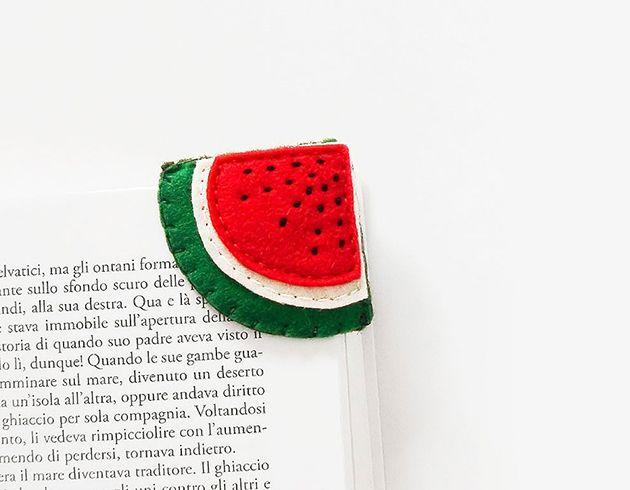 Wassermelone, Kiwi, OrangeoderZitrone - washätten's denn gern? Ich würde ja die kleine Kiwi nehmen. Lesezeichen hat man zwar immer irgendwo da, aber dann nimmt man doch wieder den letzten Kontoauszug oder den Einkaufsbon. Dochdiese handgefertigten Book