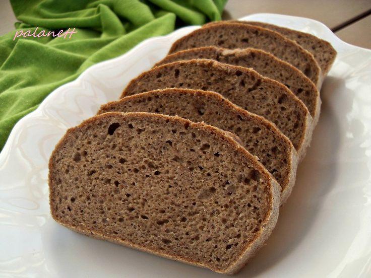 Tömör, de mégis puha, lágy kenyér, ropogós kéreggel és omlós belsővel. Kínálhatjuk házi kolbászhoz, de saját készítésű lekvárral is isteni! Hozzávalók: - 3 db M-es tojás - 50 g tápiókakeményítő - 35 g szezámmagliszt - 45 g zöldbanánliszt - 15 g útifű maghéj - 2 ek. citromlé - 2 tk. só - 1…
