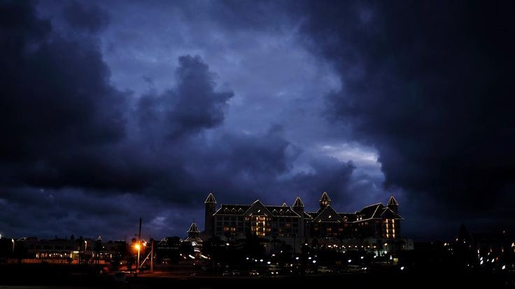 Things got a bit dramatic in terms of sunset and weather this evening. From summer temperatures and t-shirts last week to woolies and fridge temperatures today. Welcome to PE. #skies #dramatic #clouds #sunset #hotel #lights #dusk #weather #drama #winter #photo #photography #skyscape #portelizabeth #easterncape #southafrica