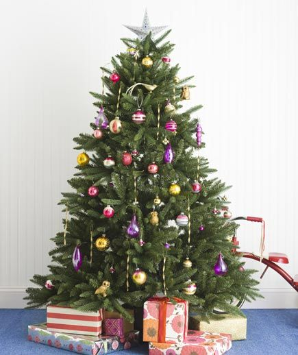 Use these tips for mixing old and new holiday ornaments seamlessly.