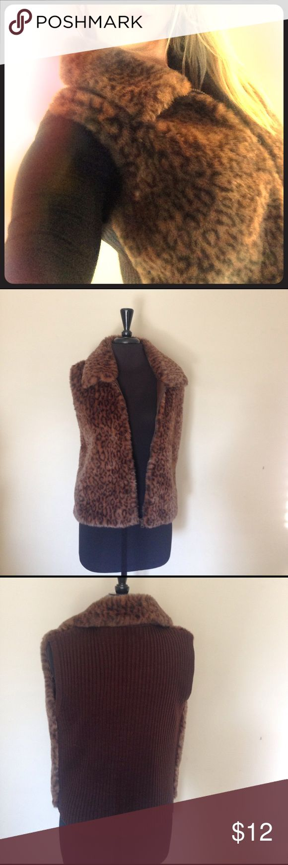 ⚡️CCO Sale⚡️Faux Fur 🐆 Animal Print Vest 🐆 Zip up faux fur animal print vest • size small • with a polyester lining (not faux fur on inside) • Hand Wash • Line Dry • Perfect for mountain lodge vacation Jackets & Coats Vests