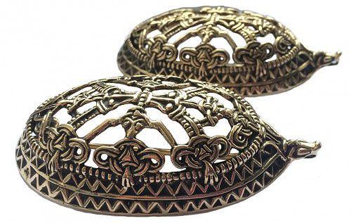"""Jag har bestämt mig för att sy en """"riktig"""" vikingadräkt - eller så riktigt man nu kan göra en i dagens läge och med den begränsade kunskapen jag har. Jag är ju inte en expert på vikingakläder. Planen är att utgå från främst Norska vikingakläder från 800 – 1100 e.Kr. - det blir min personliga tolknin"""