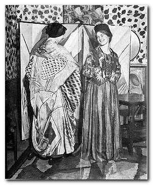 Нина Хэмнетт (слева) и Уинифред Гилл (справа) в Омега платья.