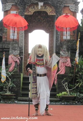 a performer at Bali Classic Center, Ubud, Bali.