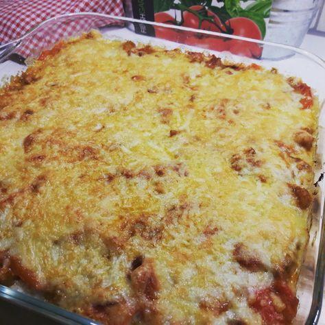 Ingrediënten: – 1 bloemkool – 500 gr kipfiletreepjes/blokjes – 1 rode ui (gesnipperd) – 1 paprika (gesneden in stukjes) – 2 el Ras el Hanout* (kruidenmix) – 1 bl…