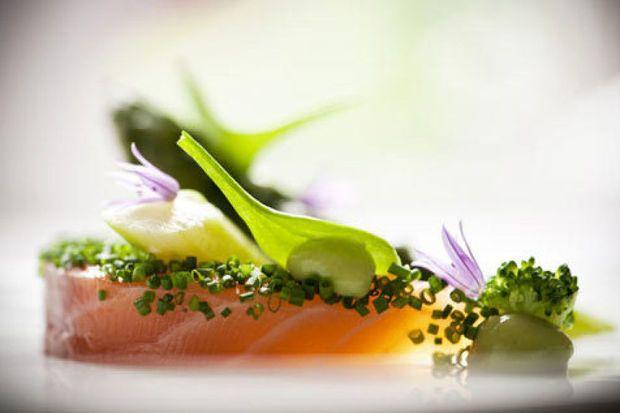 La recette estivale de saumon du chef Vincent Gardinal du Prieuré Saint-Géry