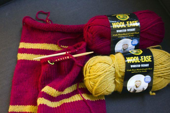 http://creativemissy.com/wp-content/uploads/2012/04/harry-potter-scarf_thumb.jpg