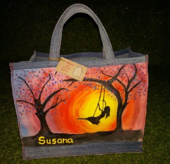 Atardecer en columpio. Bolsa de almuerzo, pintada a mano y confeccionada con telas recicladas.  www.cosasdecasaazul.blogspot.com