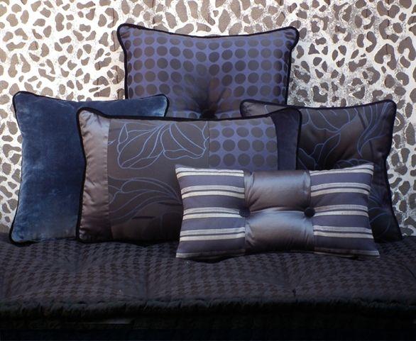 l'Opificio vetrina cuscini blu e neri