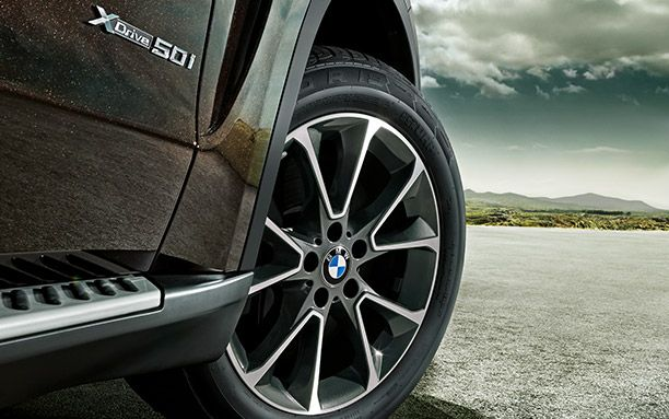 BMW X5 Has a Large Size Cabin Roads
