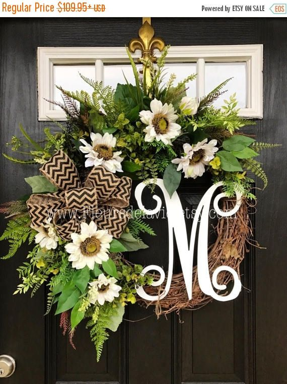 New item!! Gorgeous Summer Door Wreath! Perfect for greeting your guests to your home, with this one of a kind door wreath. Made up on an 18 grapevine wreath with moss, mixed flowing greenery of ferns, ivies, hydrangea and ficus leaves. Gorgeous cream sunflowers with a 12 white script monogram and burlap ribbon make up this beautiful summer door wreath. Measures approx: 28 x 25 x 7( tip to tip). **Some greenery and white accents may vary. https://www.etsy.com/shop/Fleu...