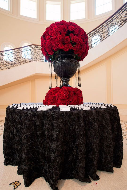 Elegant black and red wedding, black tie wedding, escort card table