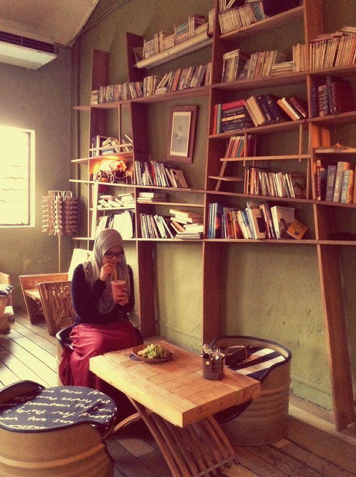Roost Cafe JB