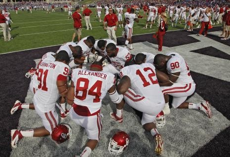 Oklahoma Sooners' Casey Walker (53) leads the defensive line in a prayer before the football game against Kansas State. Final Score: OU 58 KSU 17