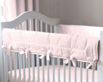 Lány Baba kiságy ágynemű: Solid Pink kiságy Rail Cover a Carousel Designs