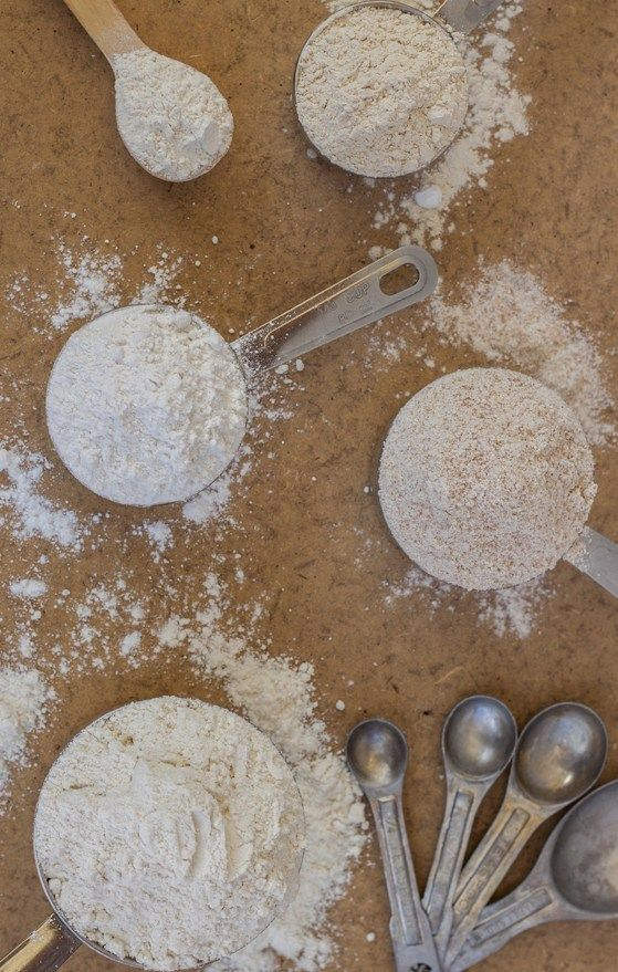 A simple guide of the Different Types of Flour and their uses Pastry School, Amazing Chocolate Cake Recipe, Types Of Flour, Bread Cake, Easy Dinner Recipes, Cooking Tips, Cake Recipes, Food And Drink, Baking