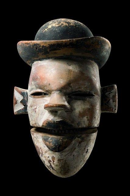 "Mask with hinged jaw ""elu"" Nigeria, Ogoni"