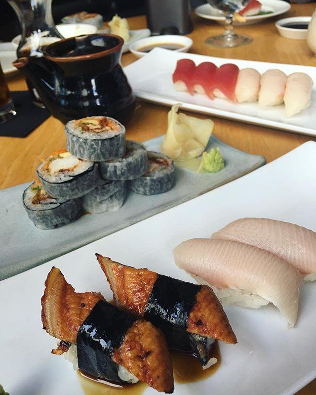 🇯🇵✌🏼️🍣   soft shell crab roll, nigiris de hamachi, anguila y atún   #tunalovers #hamachi #nigiris #softshellcrab #cdmxeats #foodies #foodporn #japanesefood @grupohunan Yummery - best recipes. Follow Us! #foodporn