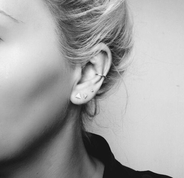 The Minimal 4 piece earring set are made to become staples in your wardrobe. Simple to style in multiple ways, effortlessly blending into your wardrobe and everyday life. The set includes three stud e
