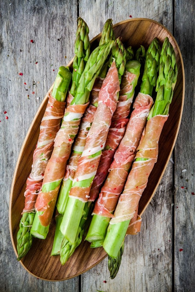 Easy Thanksgiving Appetizer Recipes. Prosciutto-wrapped asparagus is always a hit!