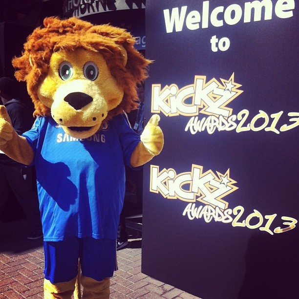 Theres a familiar face at Stamford Bridge as we host the Kickz awards #CFC - @Chelsea Rose FC- #webstagram