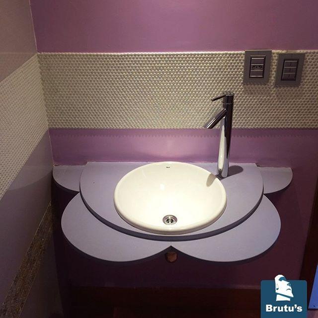 Projeto de Paula Leme, mostrando que o lavatório em mármore pode ser original. *** Project by Paula Leme, the sink in marble can be original. #brutusmármore #brutus #lavabo #lavabodecorado #mármore #marble #granito #bathroom #lavatório #pia #arquitetura #arquiteturadeinteriores #archilovers #decor #instadecor | SnapWidget