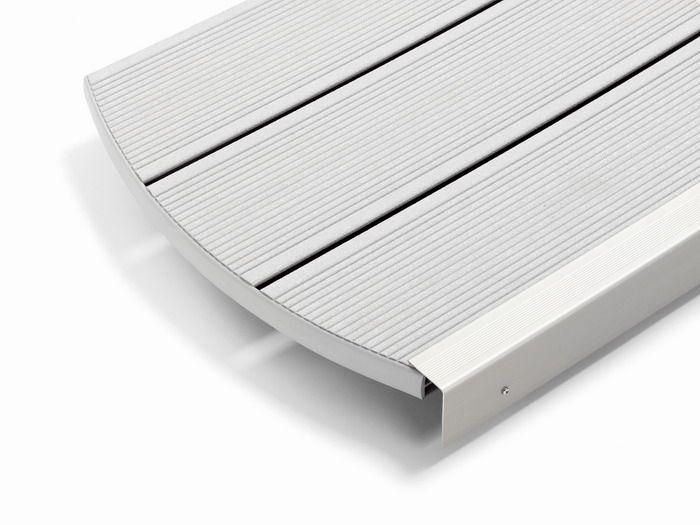 Deck wpc gri deschis terasa piscina Rehau Ciottolo Puro  Sistemul inovativ de deck wpc gri deschis terasa piscina denumit RELAZZO este produs din RAU-WOOD, un compozit Wood-Polymer valoros.  Deck-ul gri deschis pentru terase de la Rehau imbina avantajele esentelor de lemn indigen provenite din silvicultura regenerata cu polimeri de inalta tehnologie.  #deck