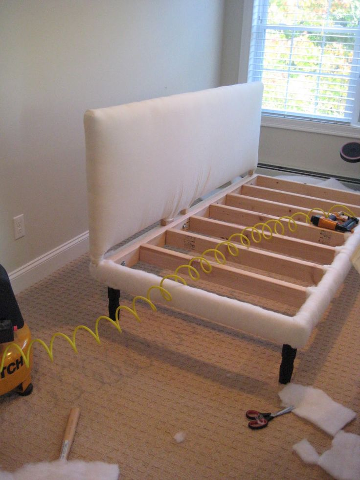 could make cute couch/ bed in extra room too *** Deux Maison: Twin Sized  Upholstered (slip-covered) daybed project completed!