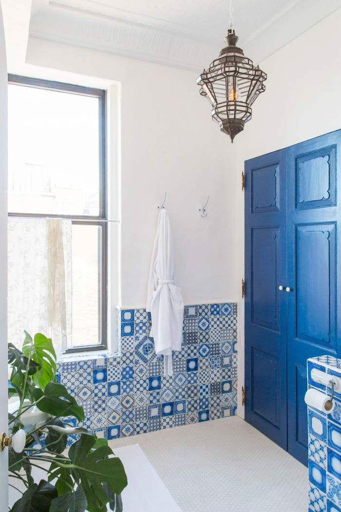 Κρεμαστά φωτιστικά και πολυέλαιοι... για το μπάνιο!  #bohemianμπανιο #διακόσμηση #διακοσμησημπανιου #ιδέες #ιδεεςδιακοσμησης #ιδεεςμπανιο #κρεμαστοφωτιστικο #κρεμαστοφωτιστικομπανιου #μοντέρνομπάνιο #μπανιο #πολυελαιος #πολυελαιοςμπανιο #πολυελαιοςφωτογραφιες #πολυτελεςμπανιο #φαναρι #φωτιστικοφανος