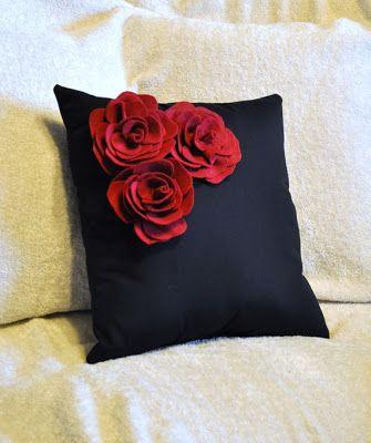 almofadas com flores de feltro