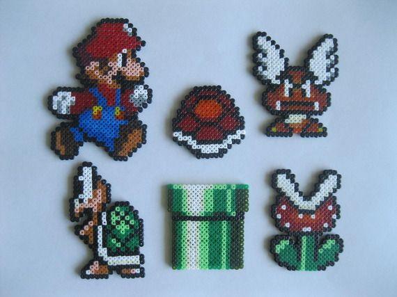 Décor pixel art en magnets Mario (perles à repasser hama)