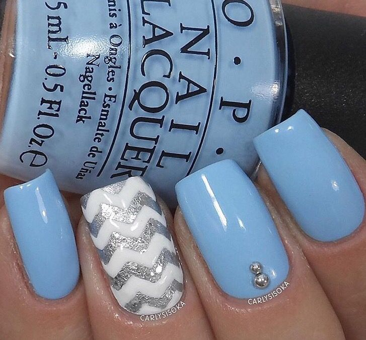 ✨Classy mani by the fabulous @carlysisoka using our Chevron Nail Vinyls found at snailvinyls.com