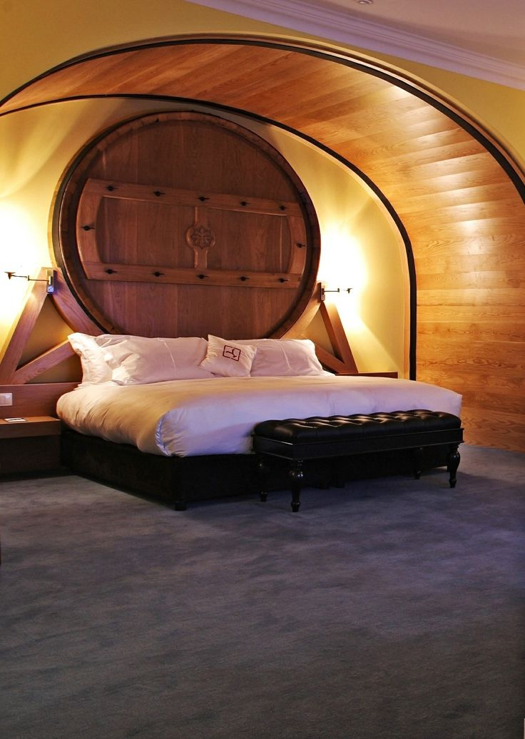 Master Suite is incredibly spacious and airy, with carpeted floors, a separate living room area, private dressing room area, covered terrace and undoubtedly, its most spectacular feature, a stunning barrel bed. Do you dream to sleep here?           | #Portoholidays #Porto #Portugal